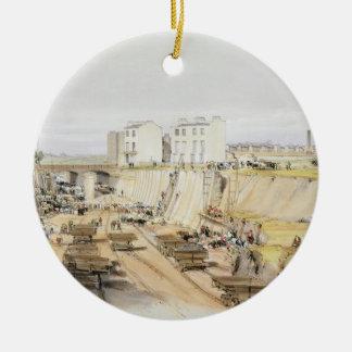 Bygga den behållande väggen nära parkera gatan, julgransprydnad keramik