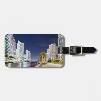 Byggnader längs den Miami floden Riverwalk Bagagebricka