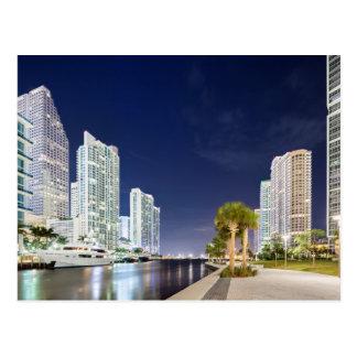 Byggnader längs den Miami floden Riverwalk Vykort