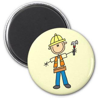 Byggnadsarbetaren med bultar magnet