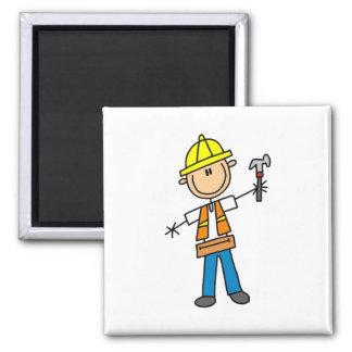 Byggnadsarbetaren med bultar magneten magnet