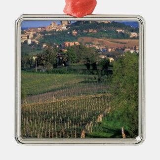 Byn av San Gimignano sitter i det rullande Julgransprydnad Metall