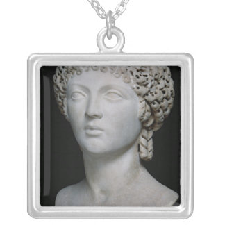Byst av en romersk kvinna, eventuellt Poppaea Silverpläterat Halsband