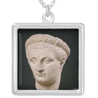 Byst av kejsaren Claudius från Thasos Silverpläterat Halsband