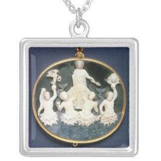Cameo som firar minnet av den sjö- segern av silverpläterat halsband