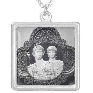 Cameo som visar kejsaren Honorius och hans fru Silverpläterat Halsband