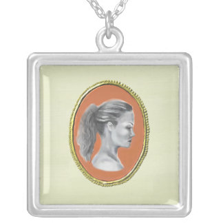 Cameoen profilerar halsbandet silverpläterat halsband