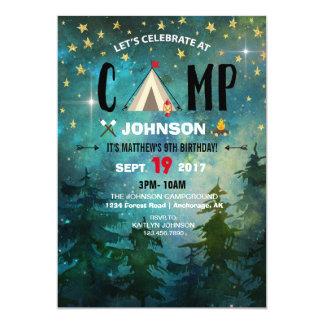 Campa födelsedag för nattskogvildmark 12,7 x 17,8 cm inbjudningskort