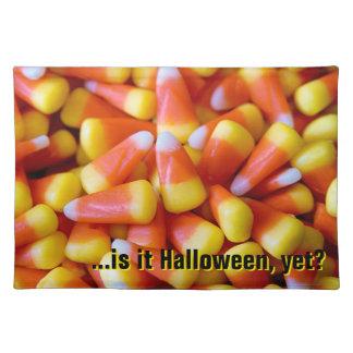 """candy corn"" BORDSTABLETT"