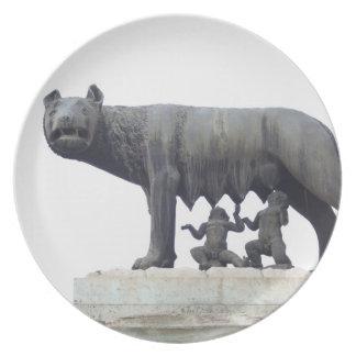 Capitoline vargstaty (Hon-vargen som diar), Tallrik