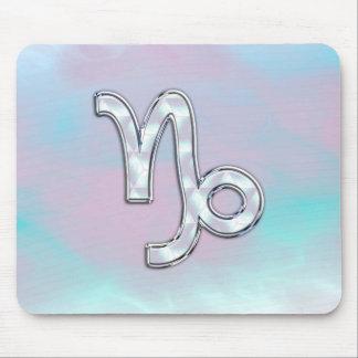 Capricornen undertecknar på mor av pärlemorfärg musmatta