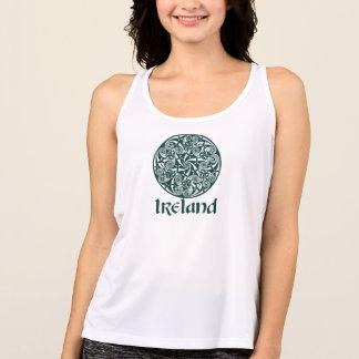 Celtic design för fnurramedaljongrunda, irländskt t-shirt