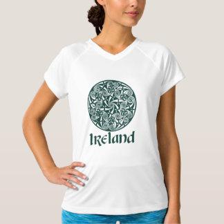 Celtic design för fnurramedaljongrunda, irländskt t shirts