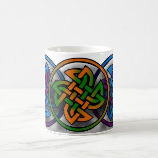 Celtic design vit mugg