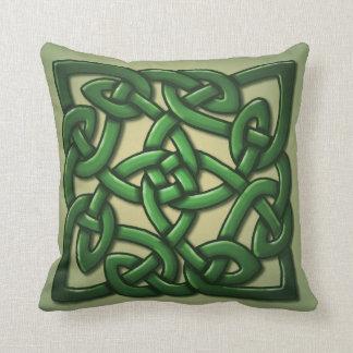 Celtic fnurra i grönt kudde