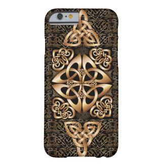 Celtic fnurra på svart barely there iPhone 6 fodral