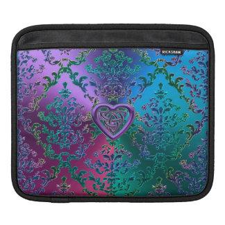 Celtic hjärtafnurra på färgrik metallisk damast iPad sleeve