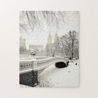 Central Park vinter - snö på pilbåge överbryggar Pussel