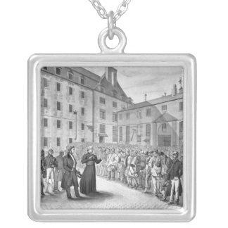 Ceremoni för avvikelsen av straffångarna silverpläterat halsband