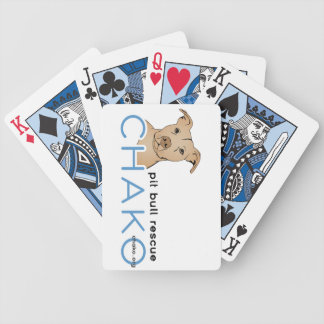 Chako groptjur som leker kort spelkort