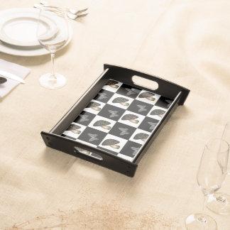 Champinjon- och fjärilsschackbräde serveringsbricka
