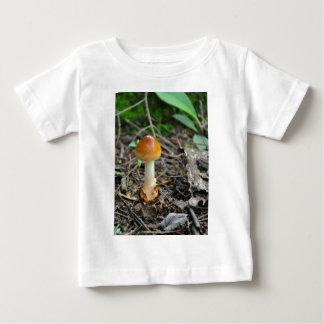 Champinjonskönhet av den samlade glödtråden tee shirts
