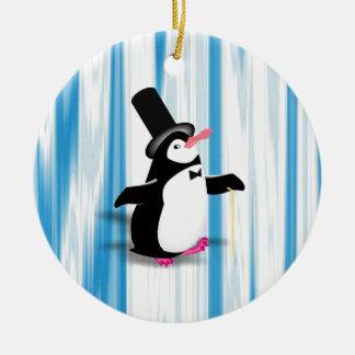 Charmig pingvin på blåttgardinen julgransprydnad keramik