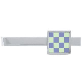 Checkerboard4 på den silver pläterade slipsnål med silverfinish