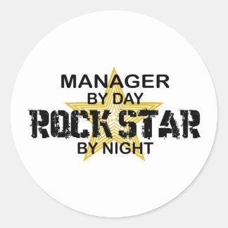Chefrockstjärna vid natt runt klistermärke