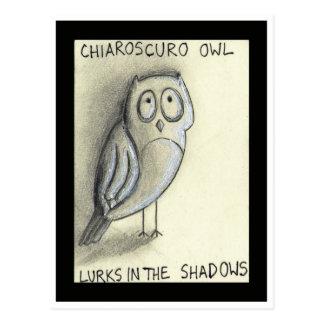 Chiaroscurougglan lurar i skuggar vykort