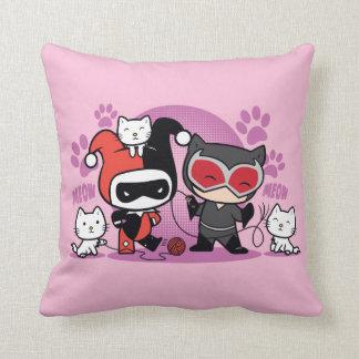 Chibi Harley Quinn & Chibi Catwoman med katter Kudde