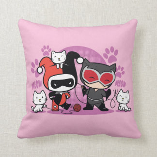 Chibi Harley Quinn & Chibi Catwoman med katter Prydnadskudde