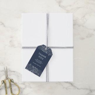 Chic blom- brölloptack för silver och för marin | presentetikett