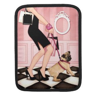 Chic dam som går henne mops sleeve för iPads