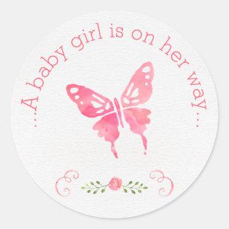 Chic rosa baby shower för vattenfärgfjärilsflicka runt klistermärke