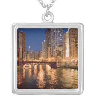 Chicago, Illinois, horisont och Chicago River på 2 Silverpläterat Halsband