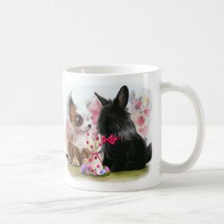 Chihuahuavalp och svart kanin vit mugg