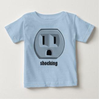 Chockerande elektricitetsvägguttag t shirts
