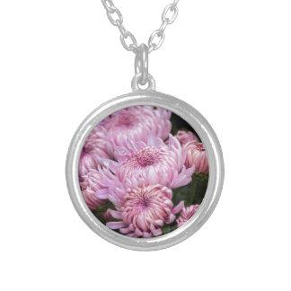 chrysanthemums i trädgården silverpläterat halsband