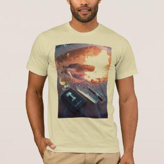 Cigarr och en drink vid avfyra - T-tröja T Shirt