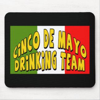 Cinco de Mayo som dricker lagT-tröja och gåvor Musmatta