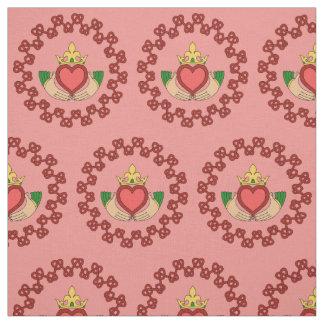 Claddagh och röda Knotwork på rosor Tyg