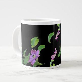 Clematisen blommar jumbomuggen jumbo mugg