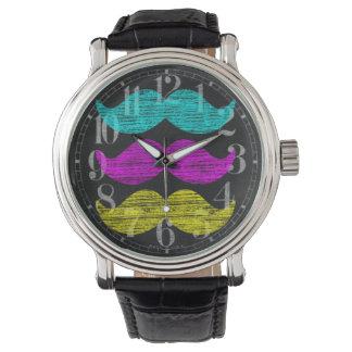 CMY-mustascher Armbandsur