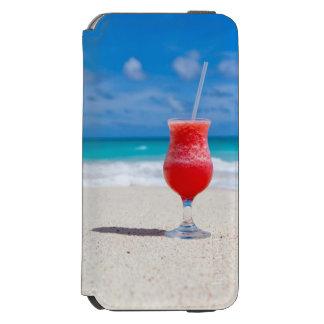 Coctaildrink på sandig tropisk strand
