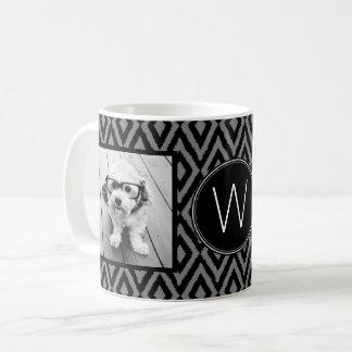 Collage för 2 foto - svart gråa Ikat och Monogram Vit Mugg
