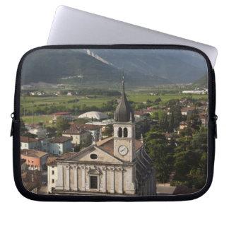 College- kyrka i morgon, Arco, Trento Laptop Datorskydd