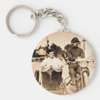 Coola för vintagemotorcykel- och för sidobil old rund nyckelring