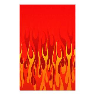 Coolan flammar på röd bakgrund brevpapper