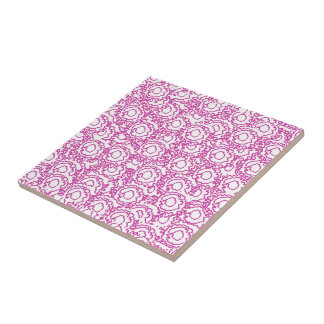 Coolan virvlar runt flickaktigt rosa- och liten kakelplatta